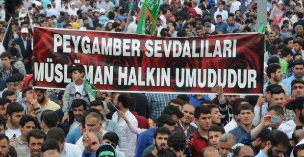 Diyarbakır'da 'Kutlu Doğum Haftası' etkinliğinde pankartlar dikkat çekti
