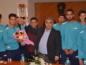 Ereğlispor Şampiyonluk Kupasını  Özgüven'le paylaştı