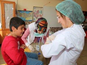 450 mülteci öğrenci sağlık taramasından geçirildi