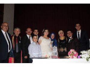 Süreyya Horasanlı oğlunu evlendirdi.