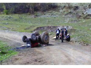 Devrilen traktörün altında kalan çocuk öldü