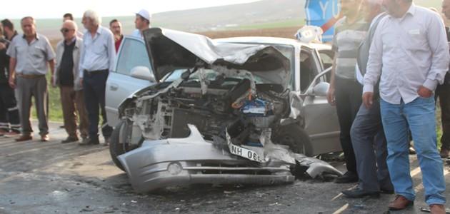 Konya'da İki Otomobil Çarpıştı: 10 Yaralı