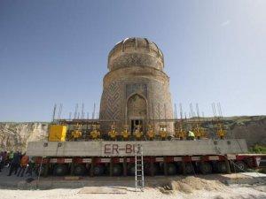 550 Yıllık Zeynel Bey Türbesi, Selçuk Üniversitesi'nin desteğiyle taşındı