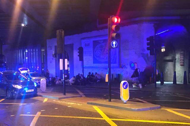 Son dakika! Londra'da Bir Minibüs Yayaların Arasına Daldı