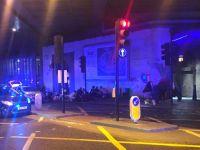 Londra Köprüsü'nde bir minibüs kaldırımdaki yayaların üzerine sürüldü