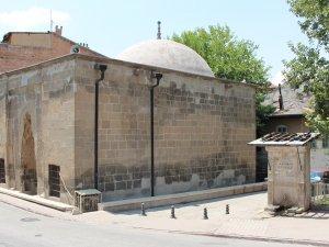 Hırsızlar tarihi yapıyı soydu