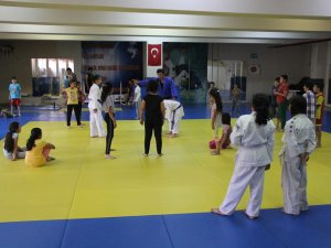 Yaz spor okulları Judo ile devam ediyor