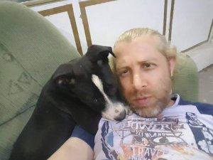 Bahçedeki köpeği önce sevdi, sonra çaldı