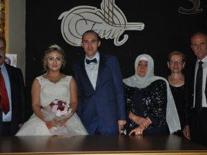 Tahir Nalçacıgil kızını evlendirdi