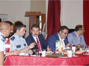 Yunak'ta okulların güvenliği toplantısı yapıldı