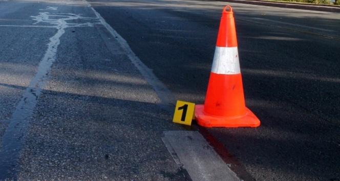 Ankara-İstanbul karayolunda otomobil tıra çarptı: 5 ölü