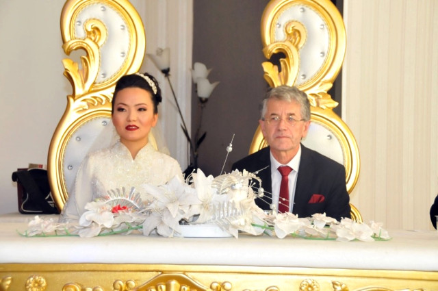 Çinli Geline Türk Usulü Düğün