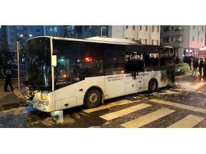 Çanakkale'de seyir halindeki özel halk otobüsü yandı