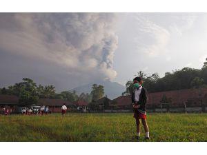 Bali Adası'nda AgungYanardağı'ndaki volkanik hareketlilik