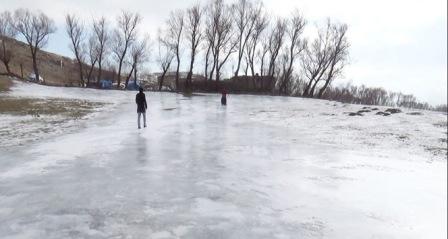 Tarla buz pistine döndü!