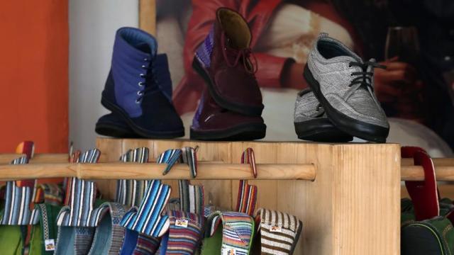El yapımı ayakkabıları 50 ülkeye ihraç ediyor