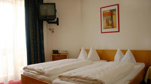 Kaldığı otellerden 120'den fazla televizyon çaldı