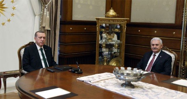 Başbakan, Cumhurbaşkanı Erdoğan'la görüşmek üzere Mabeyn Köşkü'ne geldi