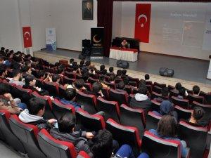 Çin Shanghai Üniversitesinden Doç. Dr. Tuğrul Keskin NEÜ'de konferans verdi