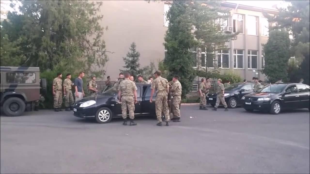 Kursiyer teğmenlere silah dağıtmışlar
