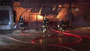 Mobilya Dekorasyon Atölyesinde Çıkan Yangın 4 İş Yerine Zarar Verdi