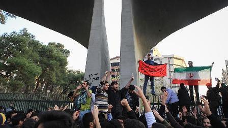 İran'daki protestolarda rejim hedef alınıyor