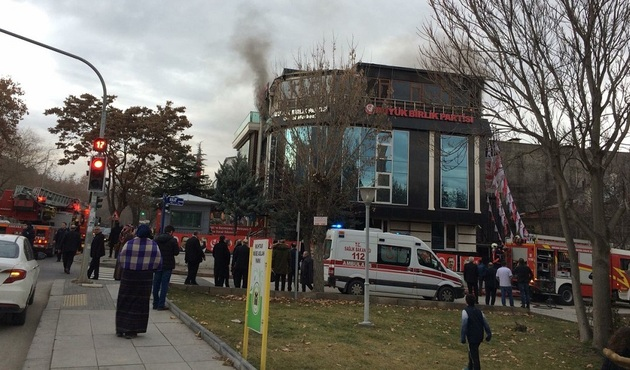 Mustafa Destici'nin odasında patlama...