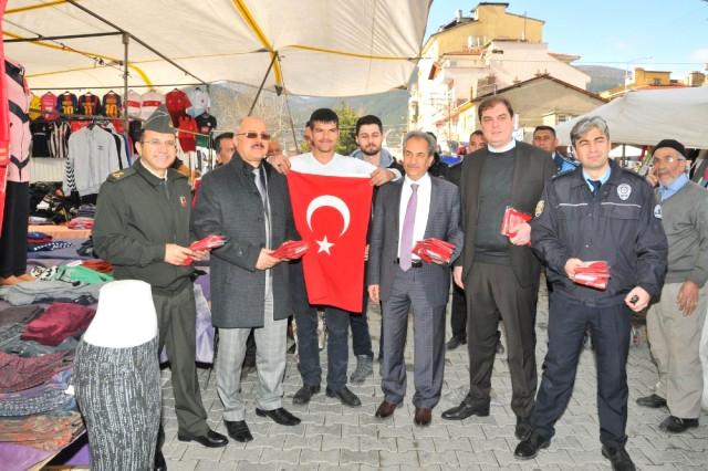 Akşehir Protokolü Zeytin Dalı Harekatı'na Destek İçin Bayrak Dağıttı