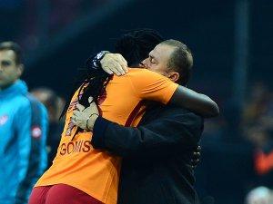 Gomis golü attı, sevincini Fatih Terim'le paylaştı