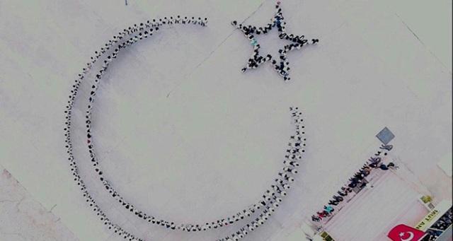 Öğrencilerden Afrin'deki Mehmetçiğe ay yıldızlı destek