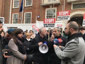 Londra'da Türk gencinin bıçaklı saldırıda öldürülmesine tepki