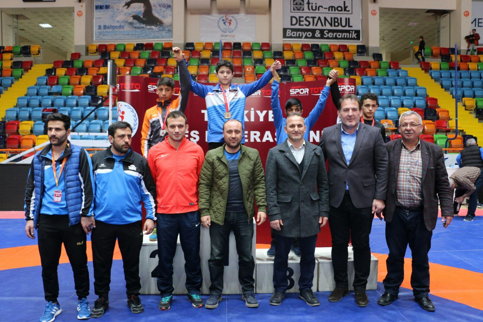 Konya'da Yıldızlar Grekoromen Güreş Şampiyonası yapıldı