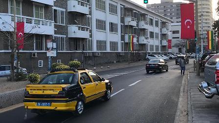 Dakar sokakları Türk bayraklarıyla süslendi