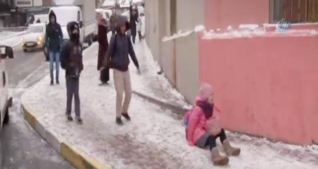 İstanbulluların karla imtihanı Yollar buz pistine döndü