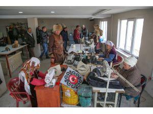 """Kırgız Türklerince üretilen """"börkler""""e talep arttı"""