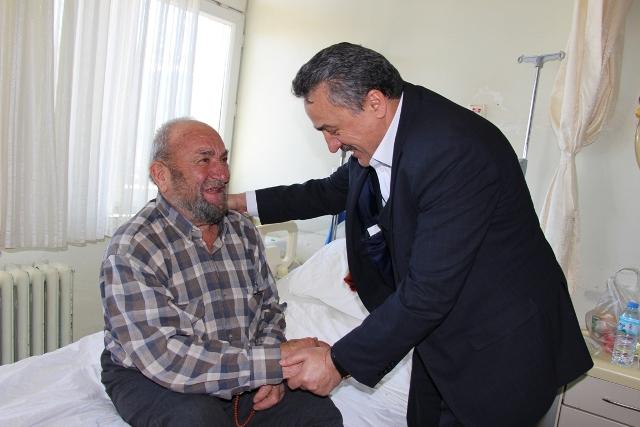 Başkan Tutal'dan Hastalara Moral Ziyareti