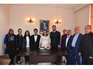 AK Parti yardıma muhtaç çifti evlendirdi