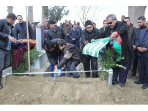Maçta kalp krizi nedeniyle hayatını kaybeden futbolcu toprağa verildi