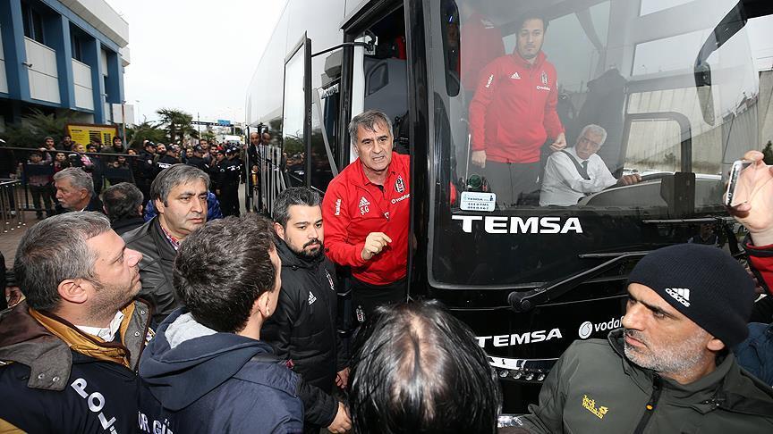 Şenol Güneş ile Trabzonsporlu taraftarlar arasında tartışma