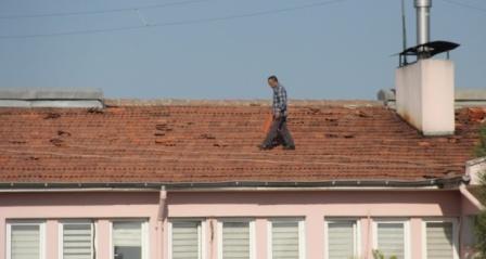 Çatıda ölümüne çalışma