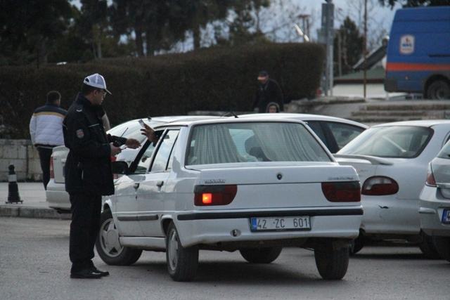 Beyşehir'de telefonla konuşan sürücülere ceza