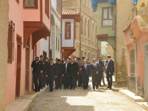Vali Canbolat, Akşehir'de incelemelerde bulundu