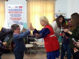 Gençler işitme engelli çocuklarla bir araya geldi