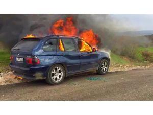 Manisa'da seyir halindeki cip yandı