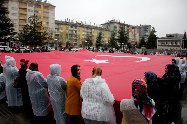 Kadınlar bayrak açtı