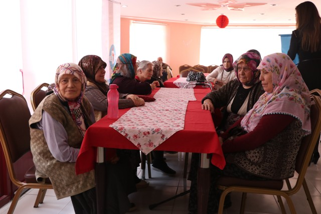 MEDAŞ çalışanları Kadınlar Günü'nde huzurevinde konser verdi