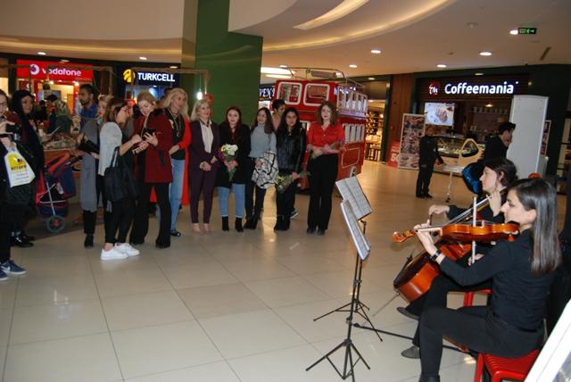Konya'da Kadına Şiddet ve İstismarına karşı,Çello ve Keman ile müzikli tepki