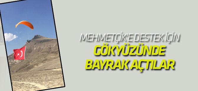 Mehmetçik'e Destek İçin Gökyüzünde Bayrak Açtılar