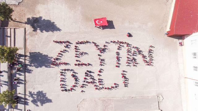 """Öğrencilerden """"Zeytin Dalı"""" koreografisi"""