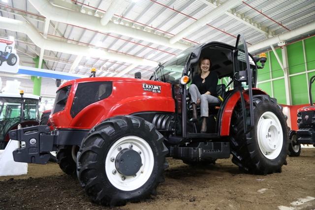 Tasarımına kadın eli değen traktör ilgi görüyor
